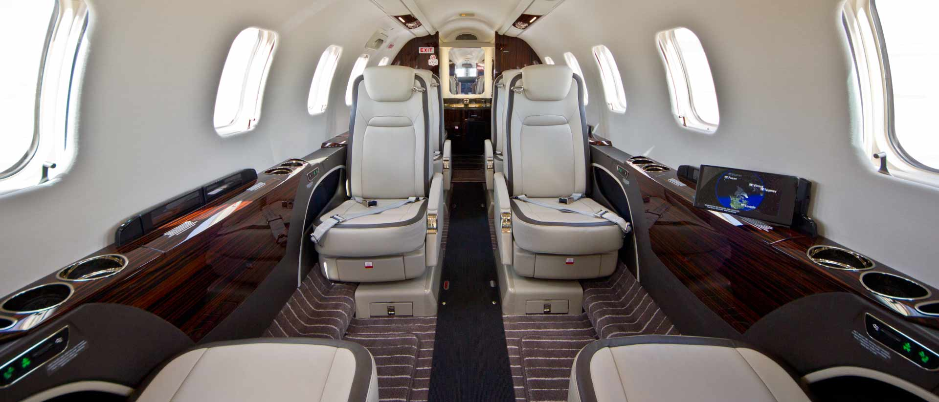 Bombardier Learjet 70 Forward