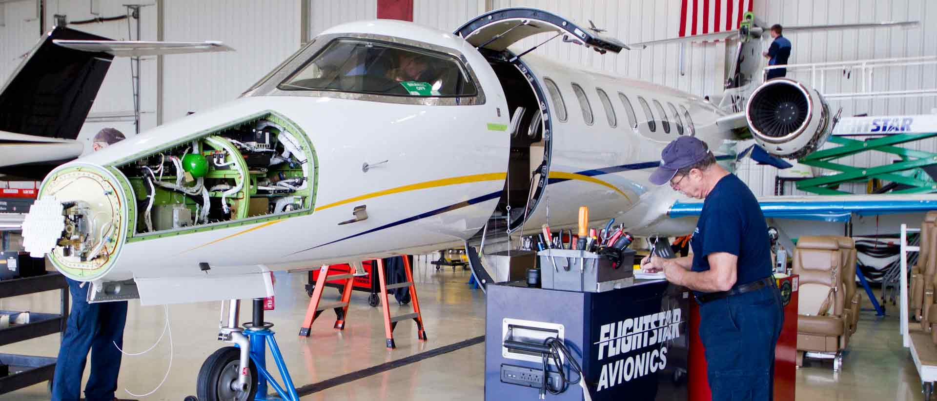 ADS-B instalation Learjet 45 Flightstar