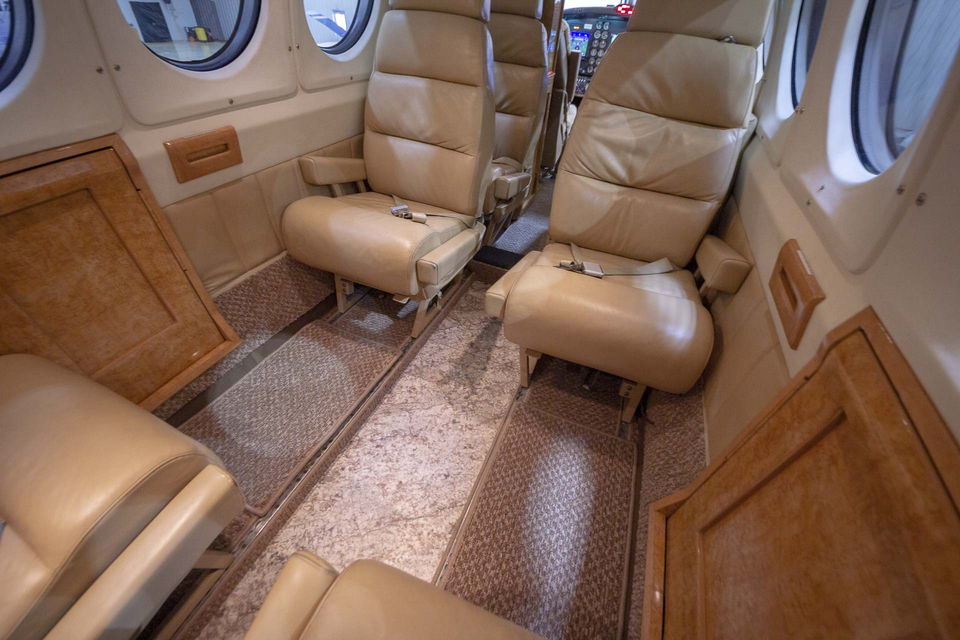 Kingair tile floor club
