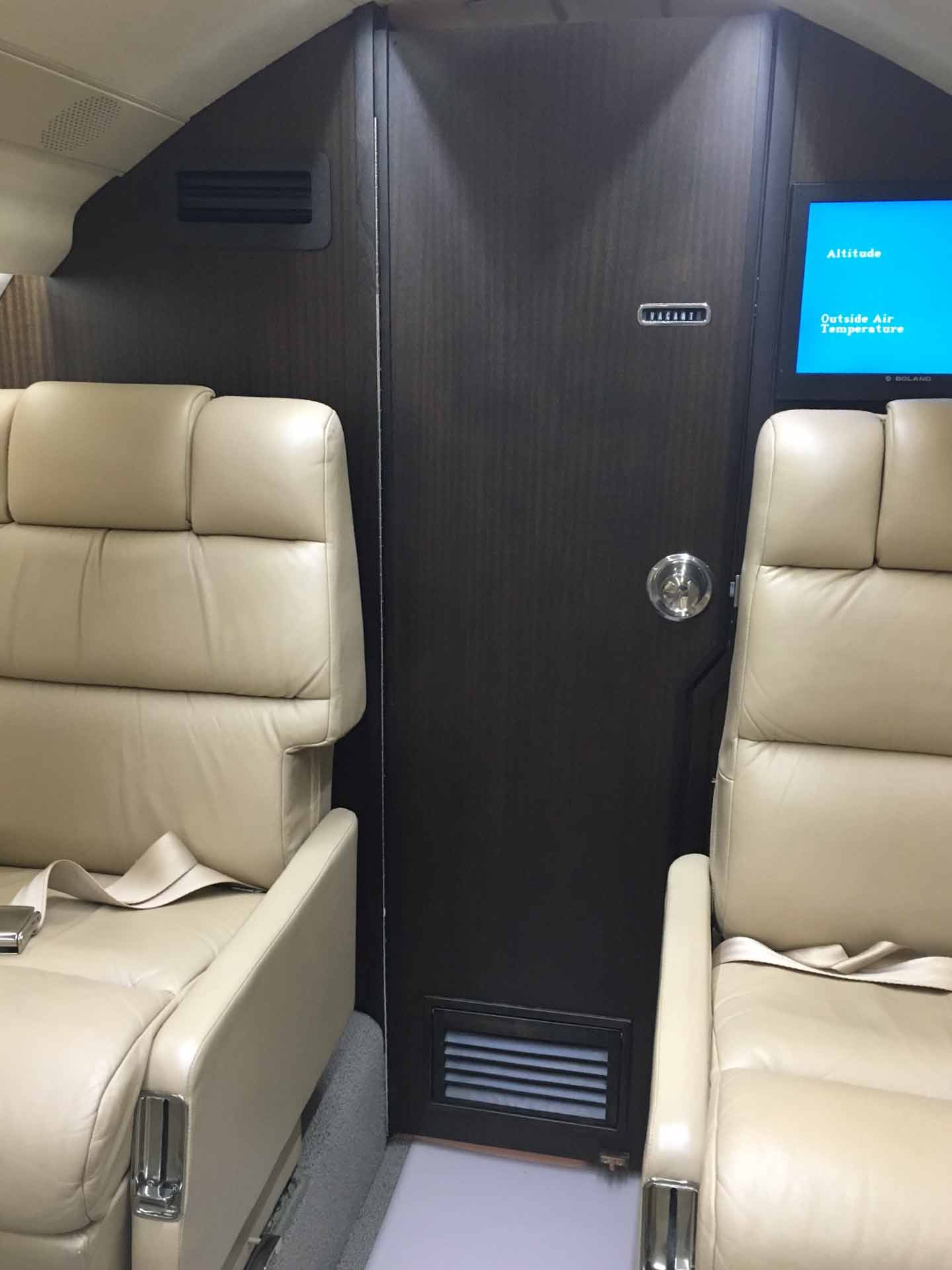Falcon 20 lav door