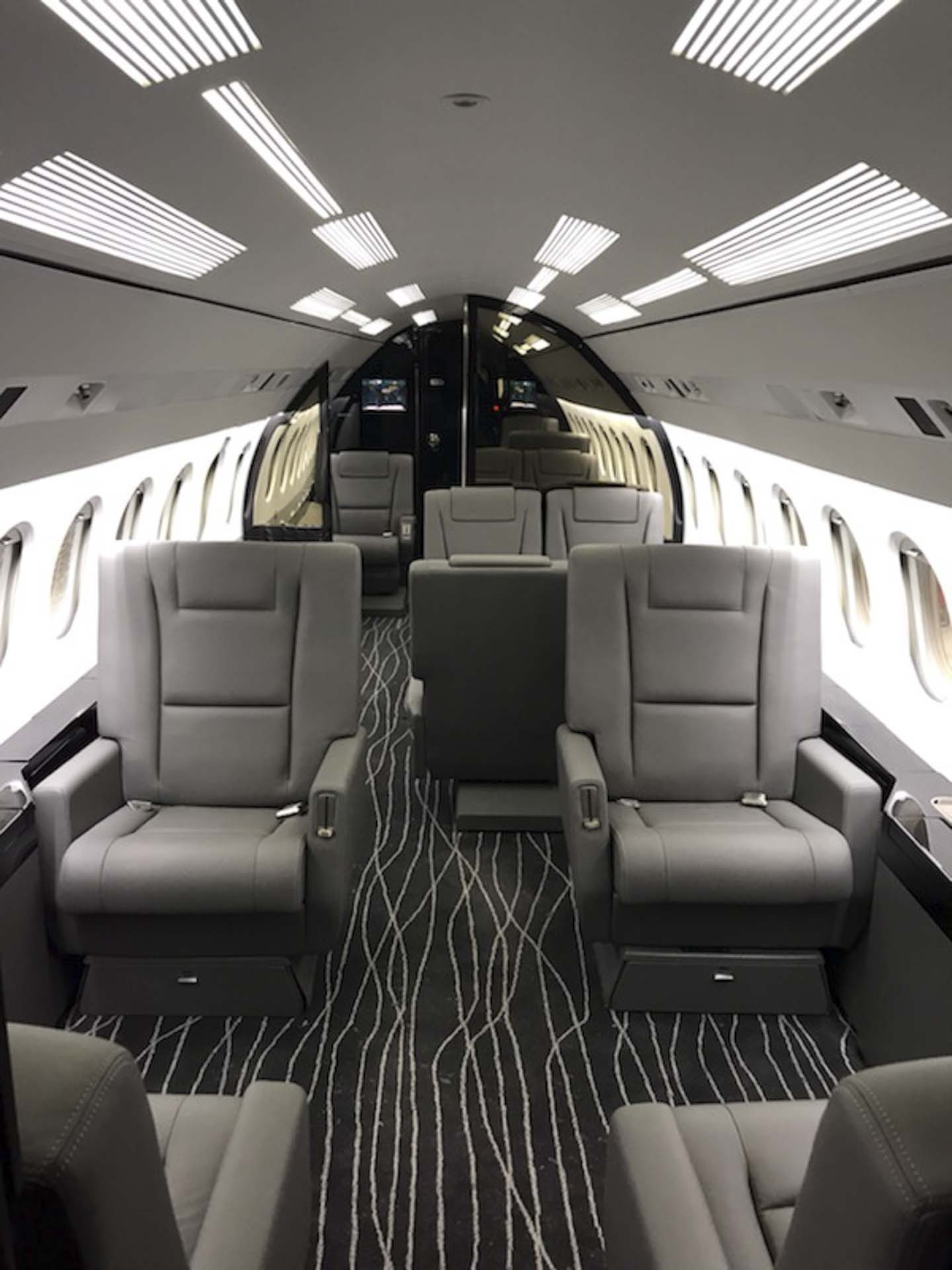 Falcon 900 seating