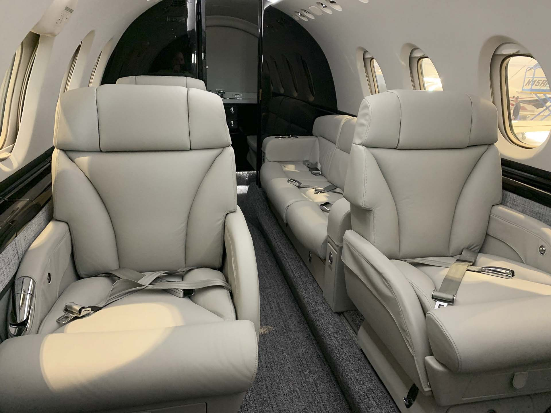 Hawker 850XP seats