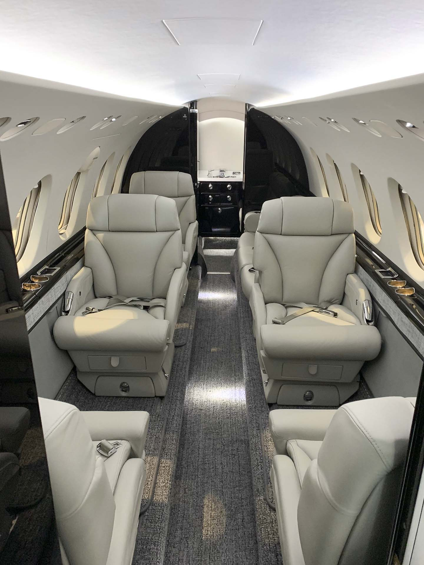 Hawker 850XP aft